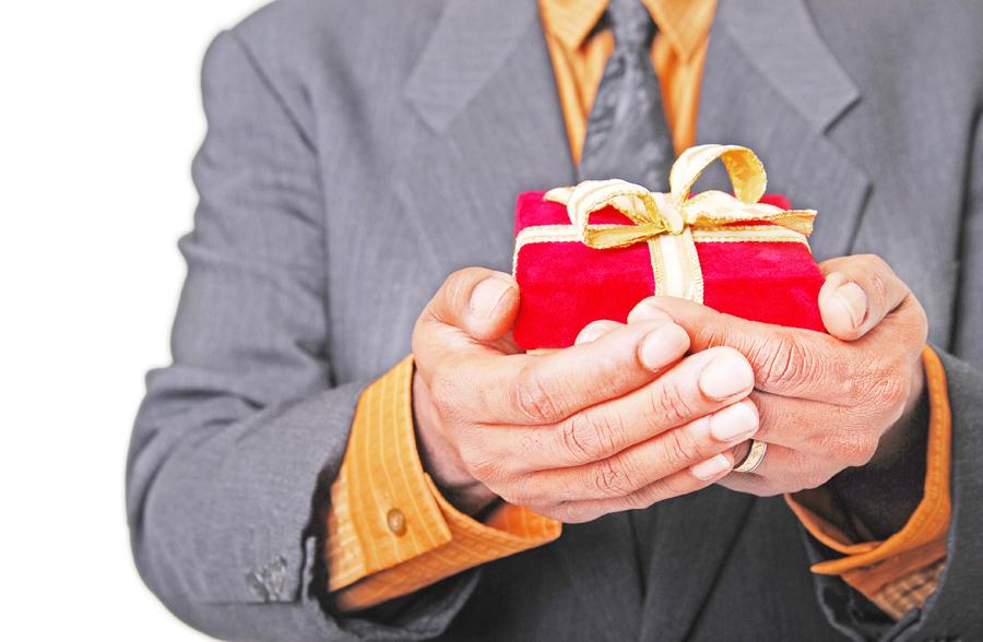 Когда подарок не является взяткой 75